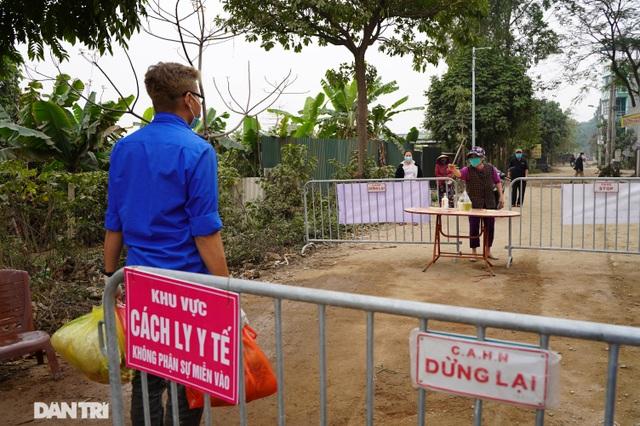 Đồ cúng tiễn Táo quân được chuyển tận tay người trong khu cách ly ở Hà Nội - 1