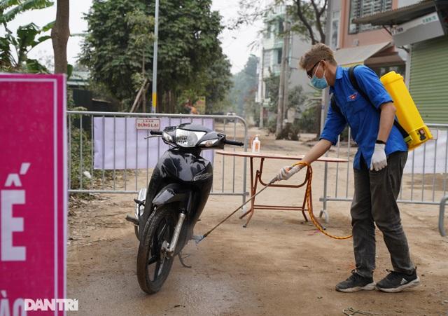 Đồ cúng tiễn Táo quân được chuyển tận tay người trong khu cách ly ở Hà Nội - 11