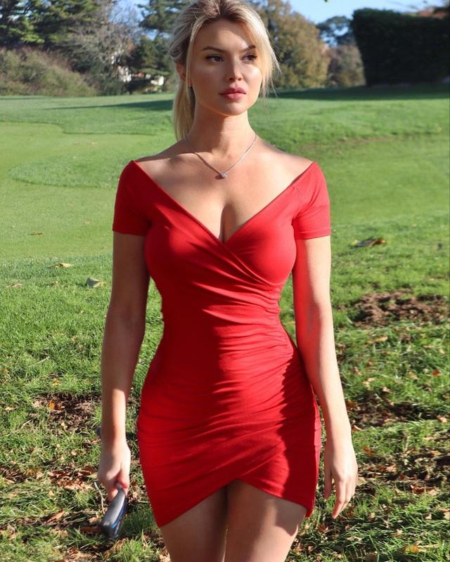 Nữ golf thủ hút hồn người hâm mộ nhờ thân hình quyến rũ - 9