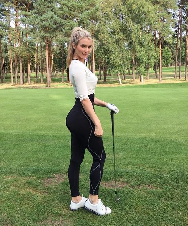 Nữ golf thủ hút hồn người hâm mộ nhờ thân hình quyến rũ - 7