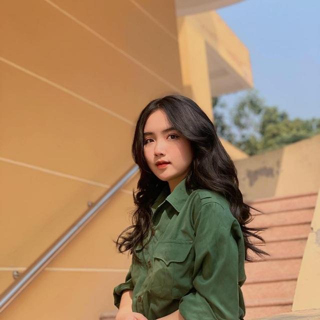 Thêm thiếu nữ xinh đẹp được mệnh danh hotgirl học quân sự - 1