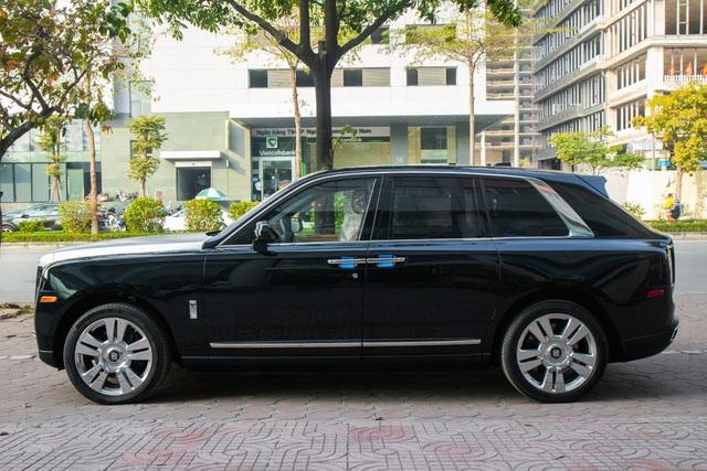 Cận cảnh Rolls-Royce Cullinan 5 chỗ: Gia vị khác lạ cho đại gia Việt - 12
