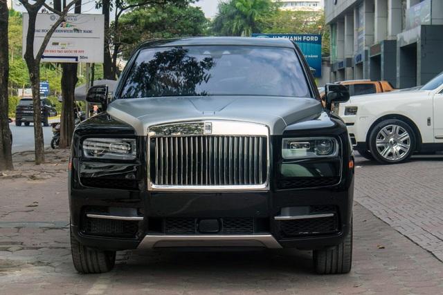 Cận cảnh Rolls-Royce Cullinan 5 chỗ: Gia vị khác lạ cho đại gia Việt - 3