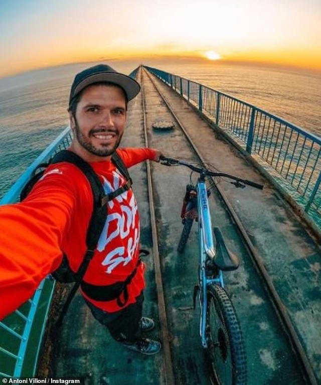 Choáng với màn đạp xe trên thành cầu của nam diễn viên đóng thế - 1