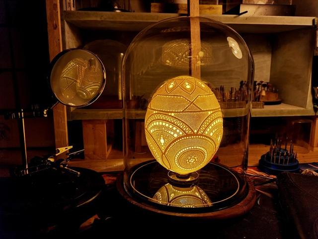 8X dành 3 năm điêu khắc trên vỏ trứng từng khiến báo nước ngoài ngả mũ - 1
