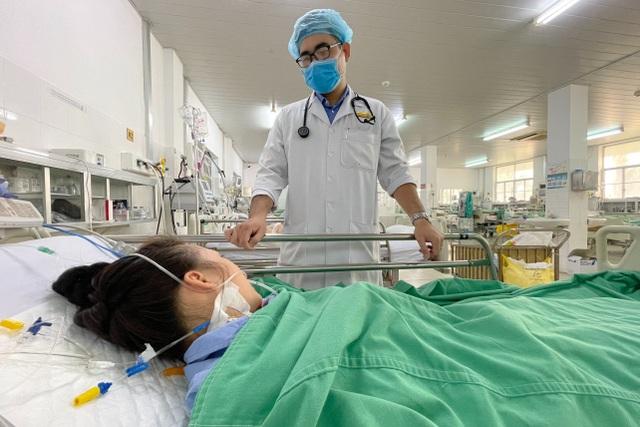 Cần Thơ: Cứu sống bệnh nhân bị nguy kịch do ong đốt - 1