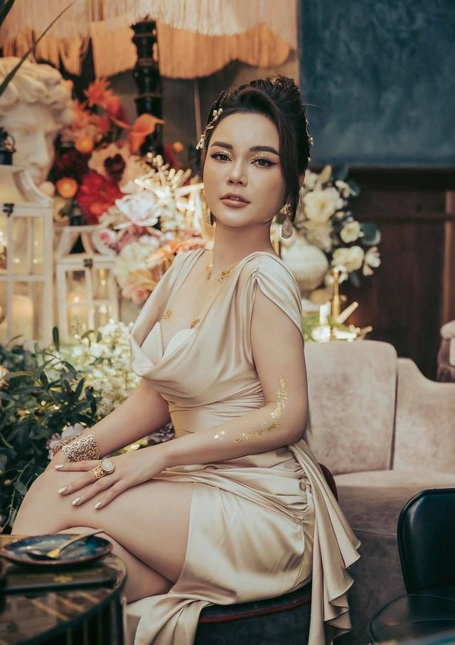 Nhan sắc khác lạ của nữ diễn viên Cả một đời ân oán Hồng Phương - 6