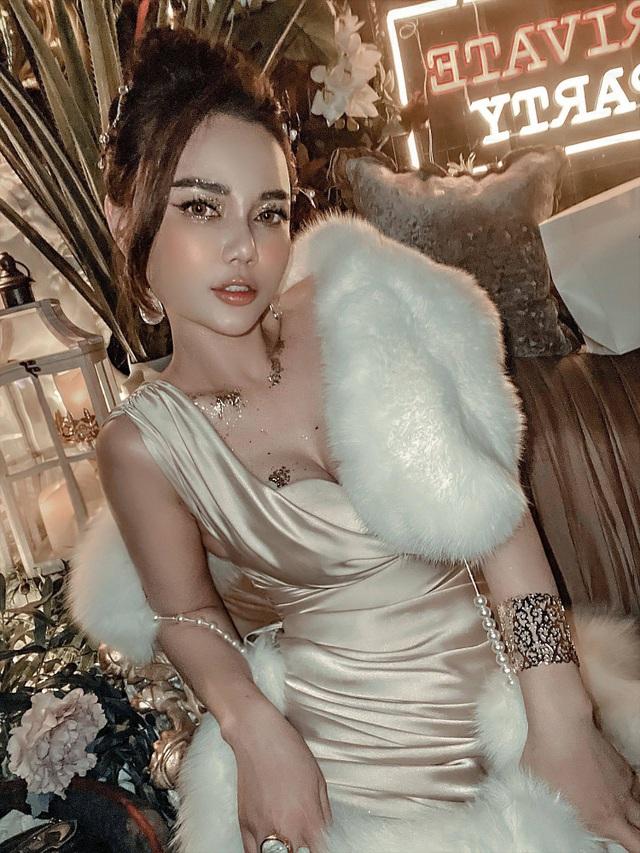 Nhan sắc khác lạ của nữ diễn viên Cả một đời ân oán Hồng Phương - 3