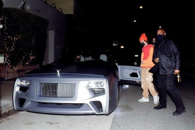 Ca sĩ Justin Bieber ra phố với chiếc Rolls-Royce cực dị - 2