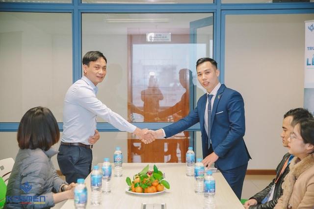 Kosmen Việt Nam trao tặng máy hút ẩm cho Trường đại học Kinh tế Quốc dân - 4