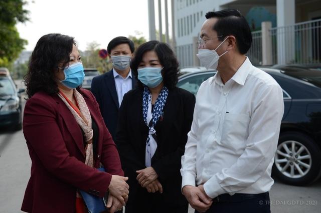 Bộ GD-ĐT thăm, động viên thầy trò đang cách ly phòng, chống dịch Covid-19 - 1