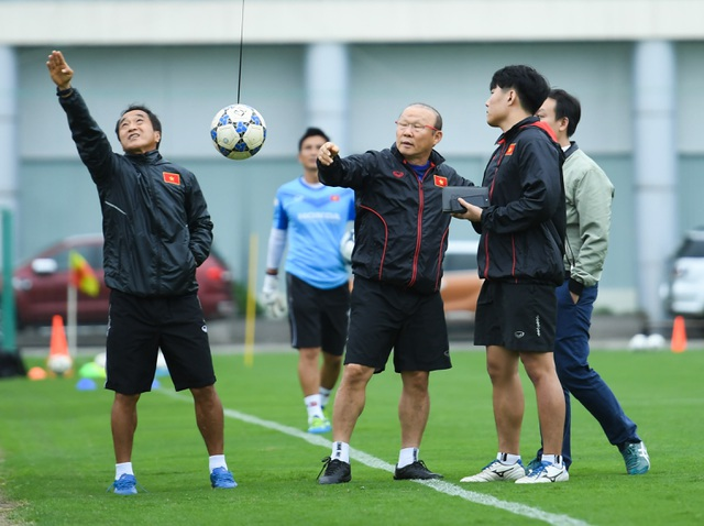 HLV Park Hang Seo: Chúng tôi muốn vào vòng loại thứ ba World Cup - 2