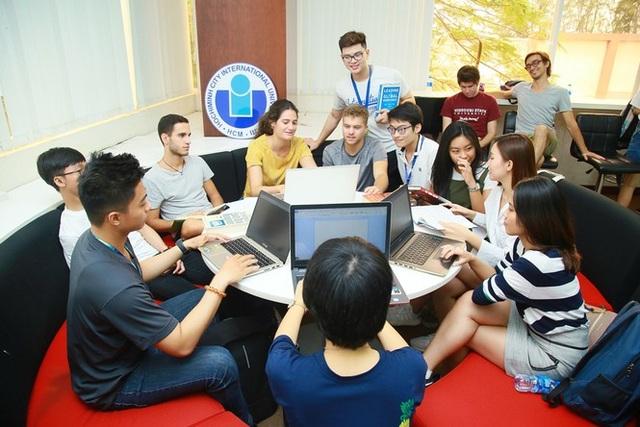 Sinh viên Tây chọn Việt Nam để trải nghiệm văn hóa - 1