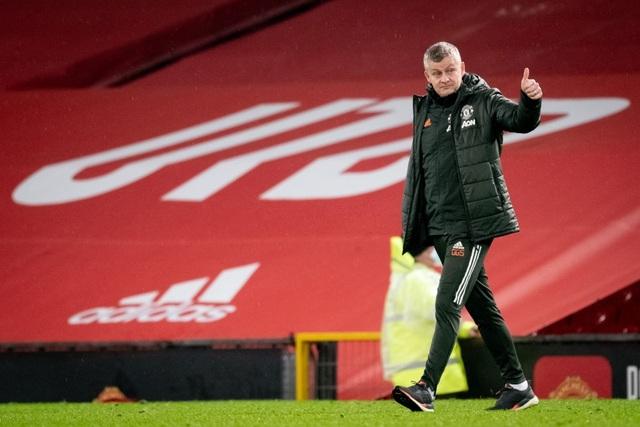 HLV Solskjaer: Cavani sẽ trở lại đối đầu với Everton - 1