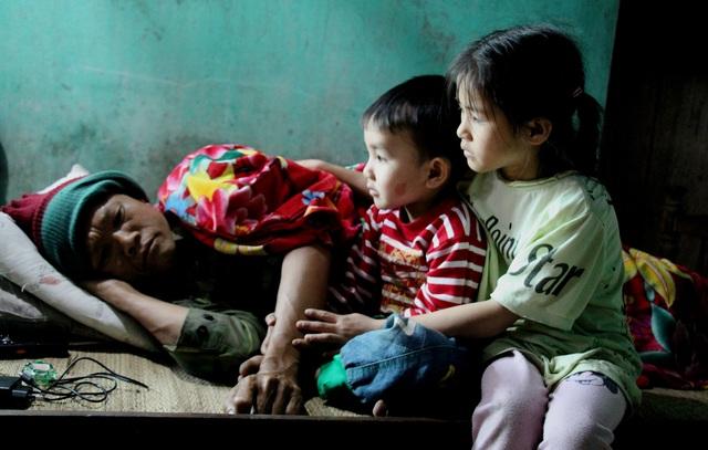 Xót xa cảnh 3 đứa trẻ nheo nhóc, lâu lắm rồi không biết vị bánh chưng Tết