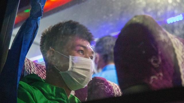 Chuyến xe nghĩa tình đưa 1.500 công nhân về quê ăn Tết - 8