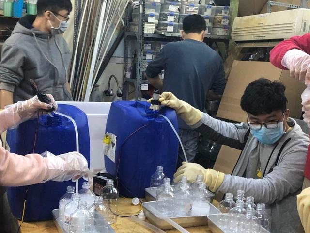 Ứng dụng plasma vào tranh Đông Hồ, 10X Việt nhận học bổng tiền tỷ đến Mỹ - 3