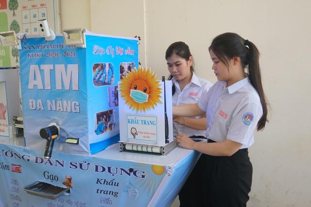 Hai nữ sinh chế tạo ATM đa năng được Bộ GDĐT tặng bằng khen - 1