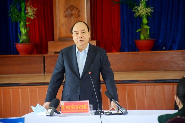 Thủ tướng thăm và tặng quà Tết gia đình chính sách, hộ nghèo tại Quảng Nam - 1