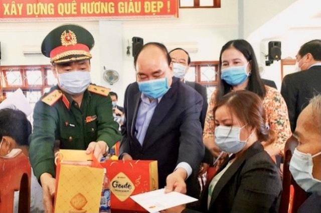 Thủ tướng thăm và tặng quà Tết gia đình chính sách, hộ nghèo tại Quảng Nam - 2