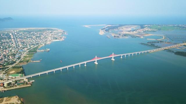 Cầu gần 1.000 tỷ nối Nghệ An - Hà Tĩnh cho phép một số xe lưu thông dịp Tết - 2