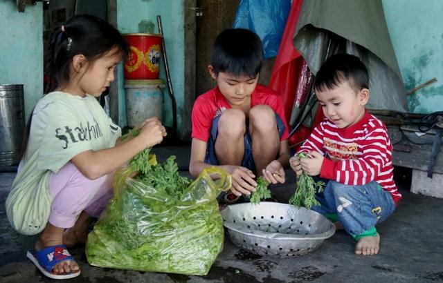 Xót xa cảnh 3 đứa trẻ nheo nhóc, lâu lắm rồi không biết vị bánh chưng Tết - 2