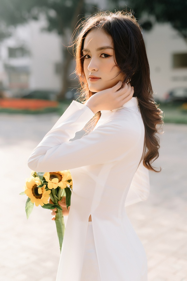 Hoa khôi Ngoại thương khoe ảnh kỷ yếu trong trẻo, tinh khôi - 5