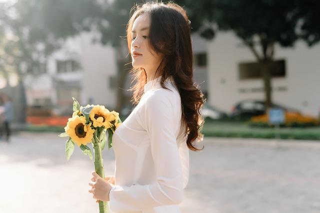 Hoa khôi Ngoại thương khoe ảnh kỷ yếu trong trẻo, tinh khôi - 7