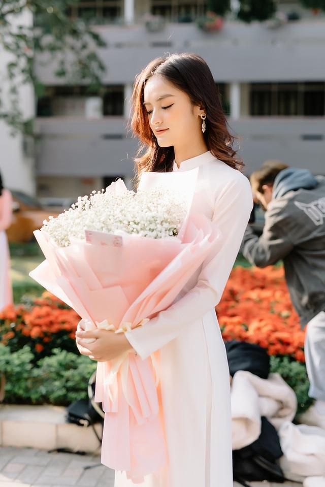 Hoa khôi Ngoại thương khoe ảnh kỷ yếu trong trẻo, tinh khôi - 8