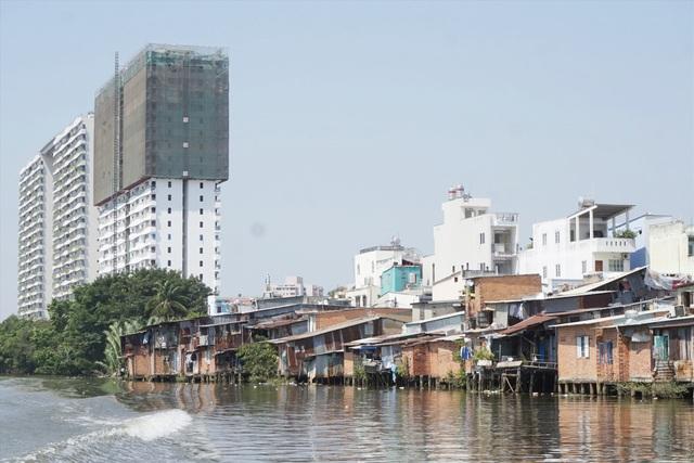TPHCM vẫn còn hàng chục ngàn căn nhà lụp xụp trên các kênh rạch - 1