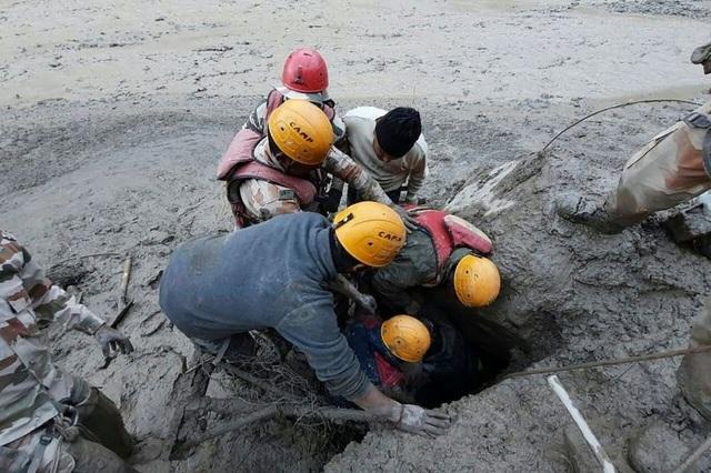 Cận cảnh vụ vỡ sông băng kinh hoàng ở Ấn Độ - 3