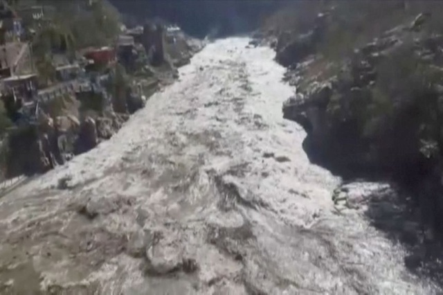 Cận cảnh vụ vỡ sông băng kinh hoàng ở Ấn Độ - 2