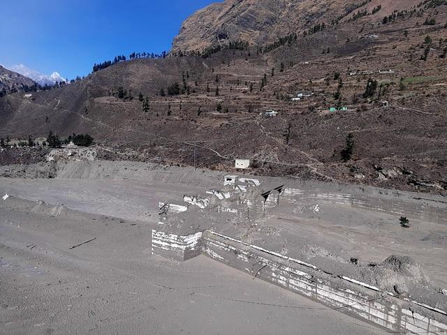 Cận cảnh vụ vỡ sông băng kinh hoàng ở Ấn Độ - 4