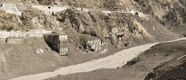 Cận cảnh vụ vỡ sông băng kinh hoàng ở Ấn Độ - 7