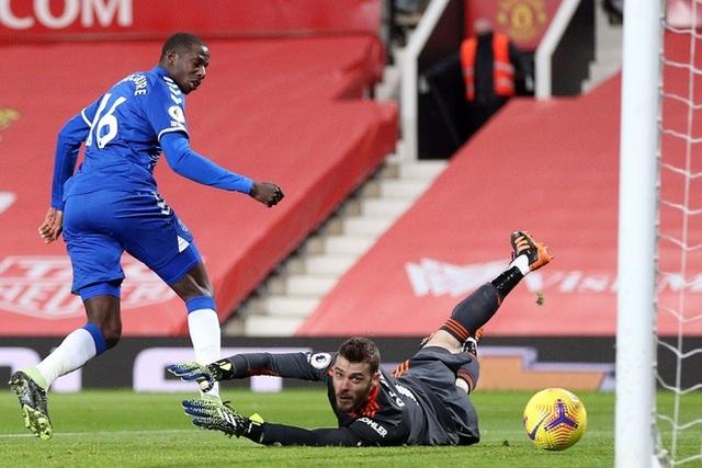 Sai lầm liên tiếp, De Gea mất suất bắt chính ở Man Utd? - 1