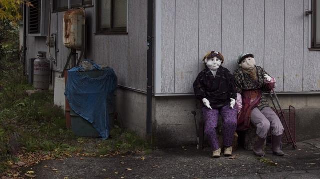 Ngôi làng khiến du khách lạnh gáy với búp bê hình người ở mọi nơi - 5