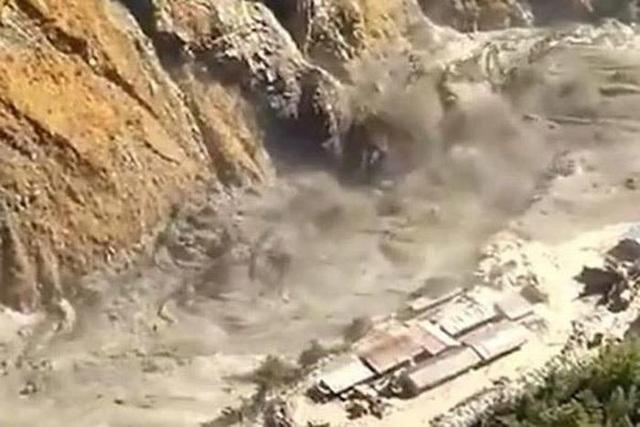 Cận cảnh vụ vỡ sông băng kinh hoàng ở Ấn Độ - 1