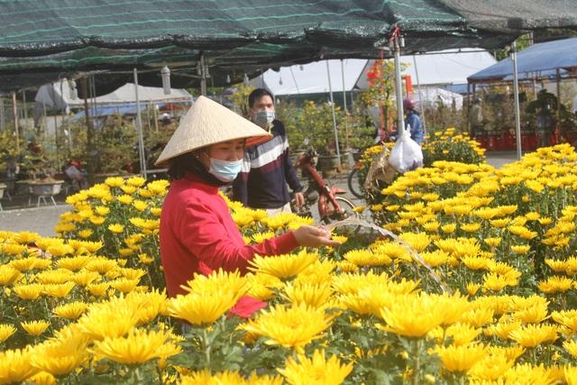 Gia Lai: Người chở hoa nhọc nhằn kiếm tiền ngày cận Tết - 10