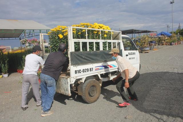 Gia Lai: Người chở hoa nhọc nhằn kiếm tiền ngày cận Tết - 5