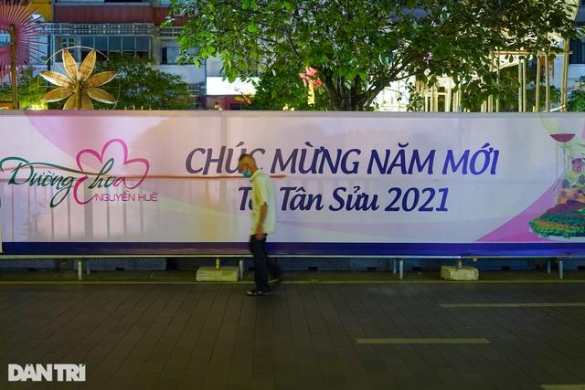 Du khách ngỡ ngàng khi đường hoa Nguyễn Huệ không khai mạc, 17h đóng cửa - 10
