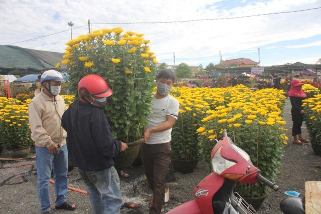 Gia Lai: Người chở hoa nhọc nhằn kiếm tiền ngày cận Tết - 8