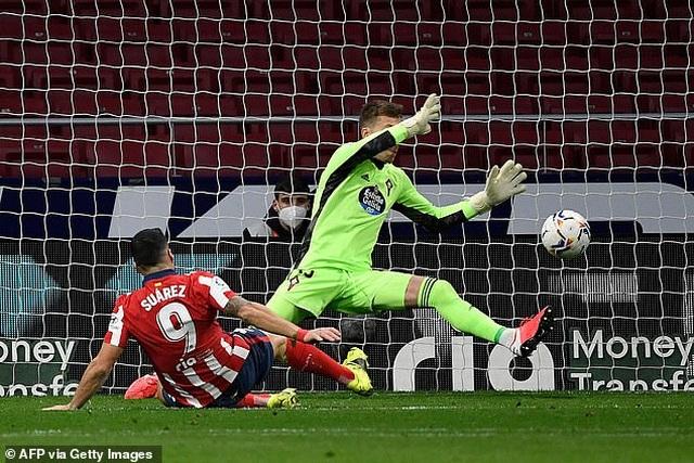 Luis Suarez lập cú đúp trong ngày Atletico rơi chiến thắng đáng tiếc - 5