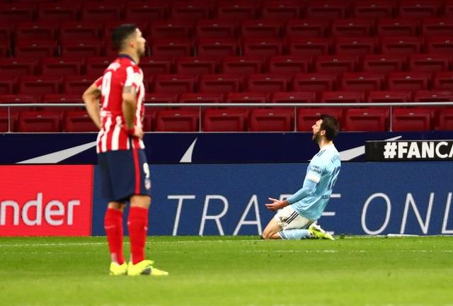 Luis Suarez lập cú đúp trong ngày Atletico rơi chiến thắng đáng tiếc - 8