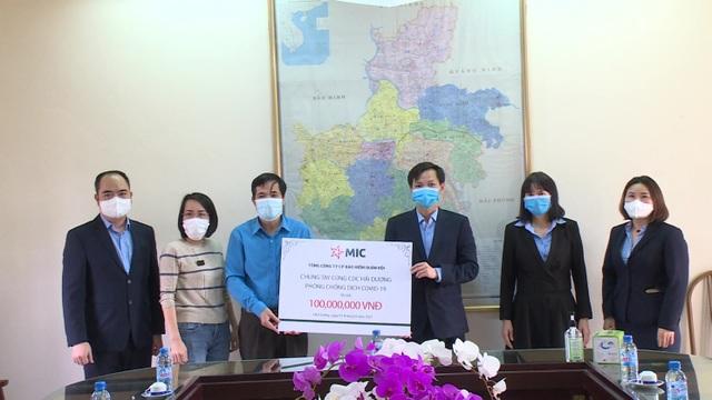 Bảo hiểm Quân đội trao tặng 100 triệu đồng cho y, bác sỹ CDC tỉnh Hải Dương - 1