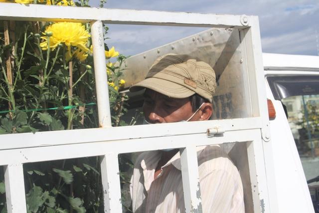 Gia Lai: Người chở hoa nhọc nhằn kiếm tiền ngày cận Tết - 9