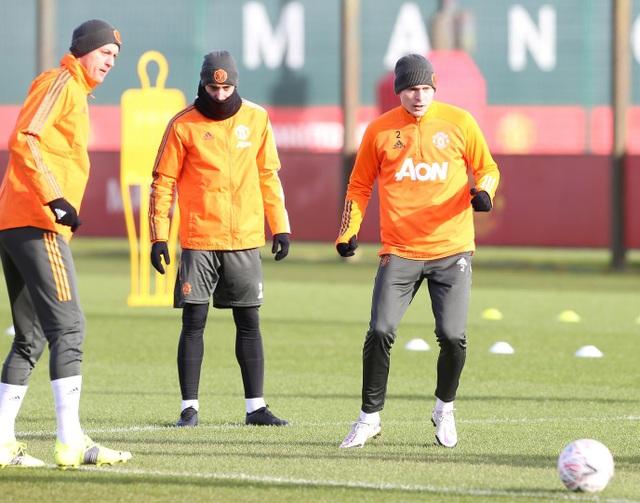 Thần đồng 17 tuổi lên tập cùng đội hình chính của Man Utd - 11