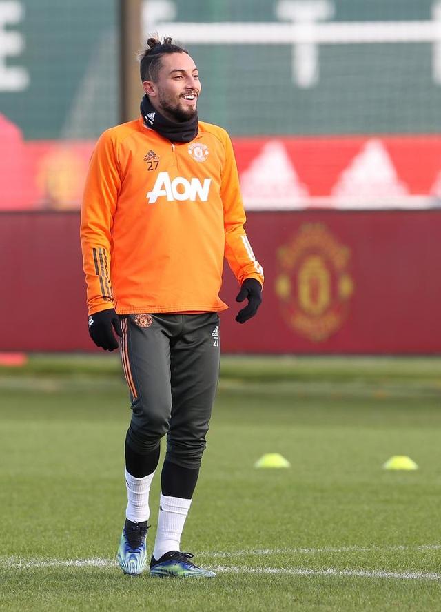 Thần đồng 17 tuổi lên tập cùng đội hình chính của Man Utd - 7