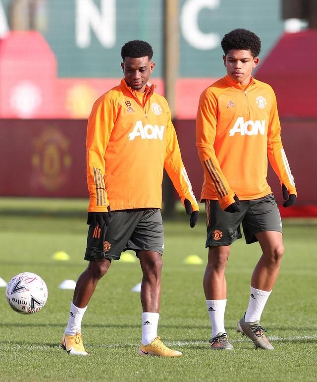 Thần đồng 17 tuổi lên tập cùng đội hình chính của Man Utd - 2