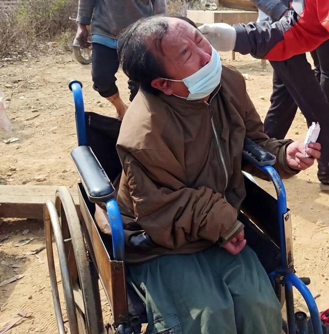 Mối tình bất ngờ của người đàn ông dân tộc Mông khóc ngất bên đống tro tàn - 4