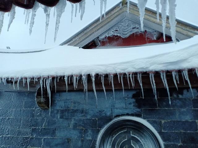 Du khách đổ về Fansipan ngắm cảnh tuyết rơi dày đặc như trời Âu ảnh 13